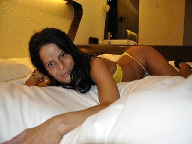 Charmante Schlampe Anne möchte spontanen Sex