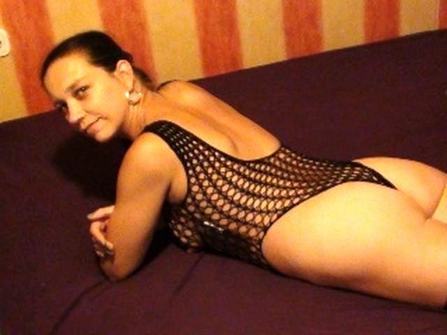 Sexsüchtige Mudda Lina-Sophie möchte einen Kavalier