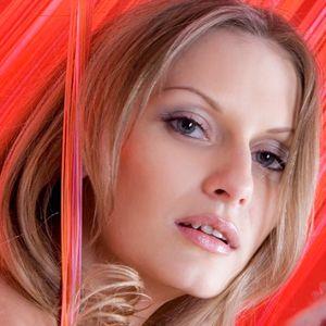 Attraktive junge Frau blond