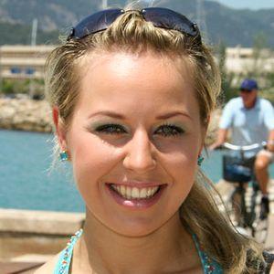 Blonde junge Frau outdoor Urlaub