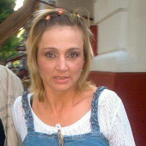 Blonde MILF Jeanskleid
