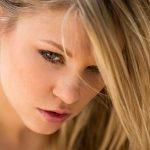 Hübsches Gesicht nackte junge Frau
