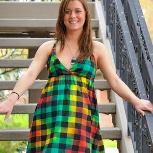 Junge Frau Kleid normale Figur