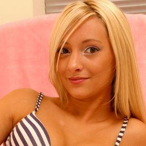 Nette junge Blondine BH
