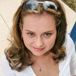 Nettes Girl Oberweite Sonnenbrille