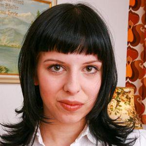 Normale Frau schwarze Haare
