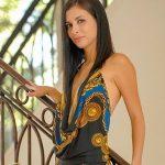 Schlanke Frau heisses Kleid