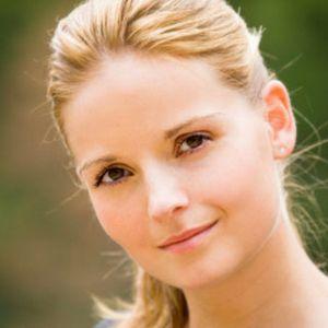 Schöne Frau mit blonden Haaren