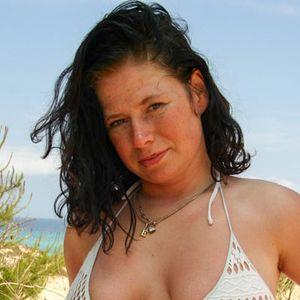 Schwarzhaarige Frau Bikini Strand