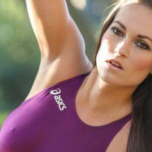 Sexy Sportlerin Nippelalarm